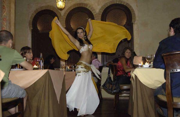 Danza comedor Tetería Hammam