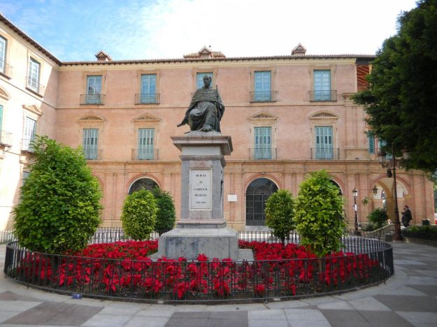 Monumento al Cardenal Belluga