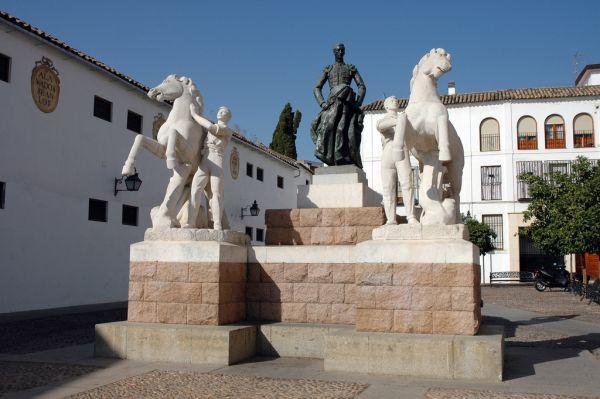 escultura a Manolete en Córdoba