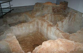 Restos de la antigua fábrica de salazones