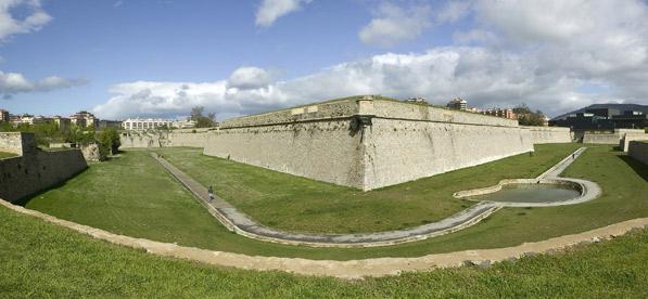 muralla vuelta castillo