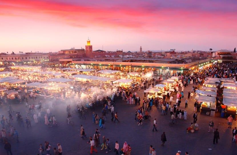marruecos lleno de gente y bullicio