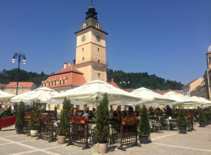 plazas y gastronomia para descubrir en rumania