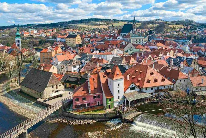 precisos tejados rojos en la republica checa
