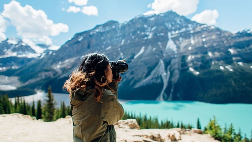 viajar sola y hacer fotos